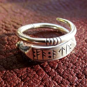 Кольцо пожелание богатства с рунами